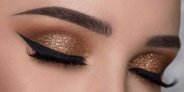 How to Apply Eye Make-up Professionally